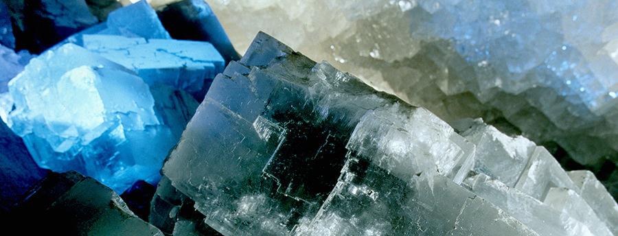 K-S_kristallgrotte_beleuchtete-kristalle-2